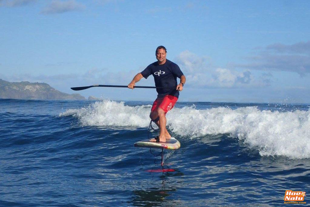 d3393b323 Dave Kalama practicando SUP foil