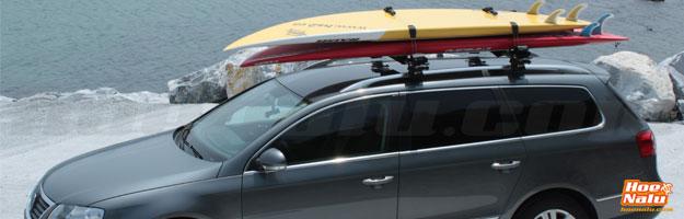 Dos tablas de SUP encima de las bacas de un coche con un InnoRack