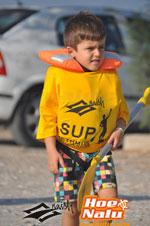 El niño siempre debe llevar un chaleco salvavidas