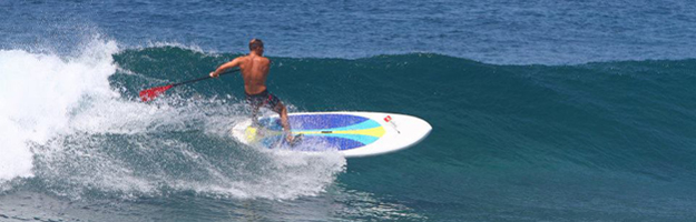 SUP Inflable sobre las olas